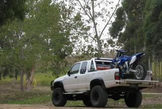 2004 Toyota HILUX (4x4)