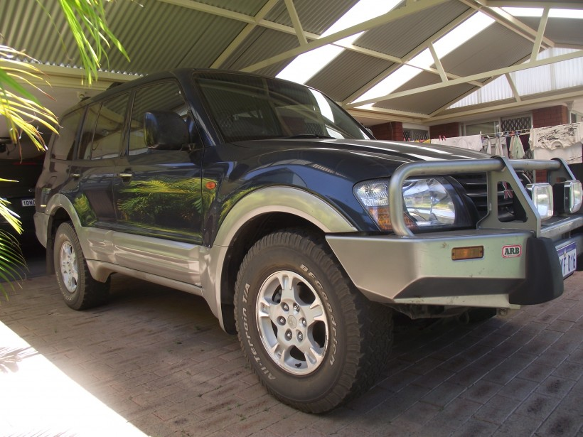 2002 Mitsubishi PAJERO GLS LWB (4x4)