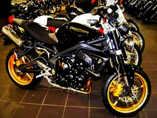 2010 triumph street triple r kneedragon shannons club. Black Bedroom Furniture Sets. Home Design Ideas