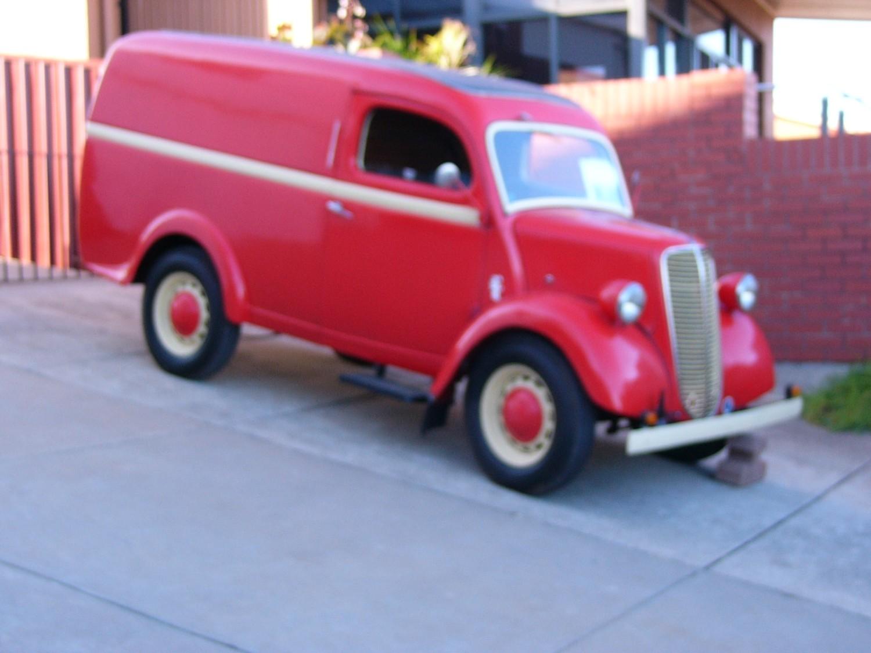 1949 Ford Fordson  10/10  (E83W)