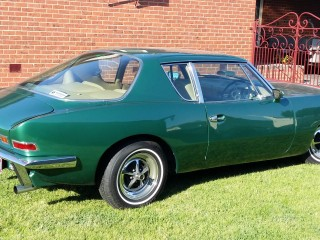 1971 Studebaker Avanti 2