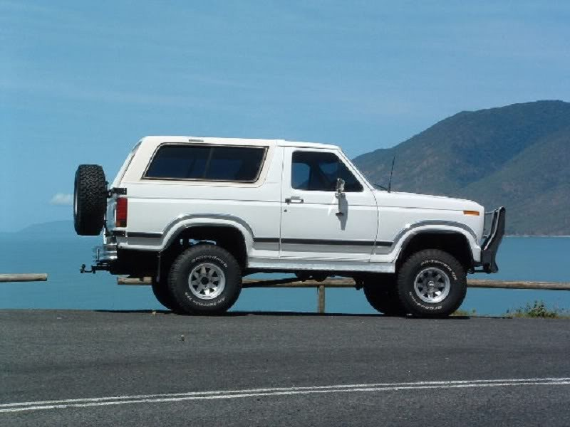 1985 Ford BRONCO (4X4)