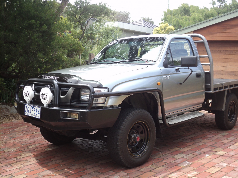 Kekurangan Toyota Hilux 2003 Perbandingan Harga