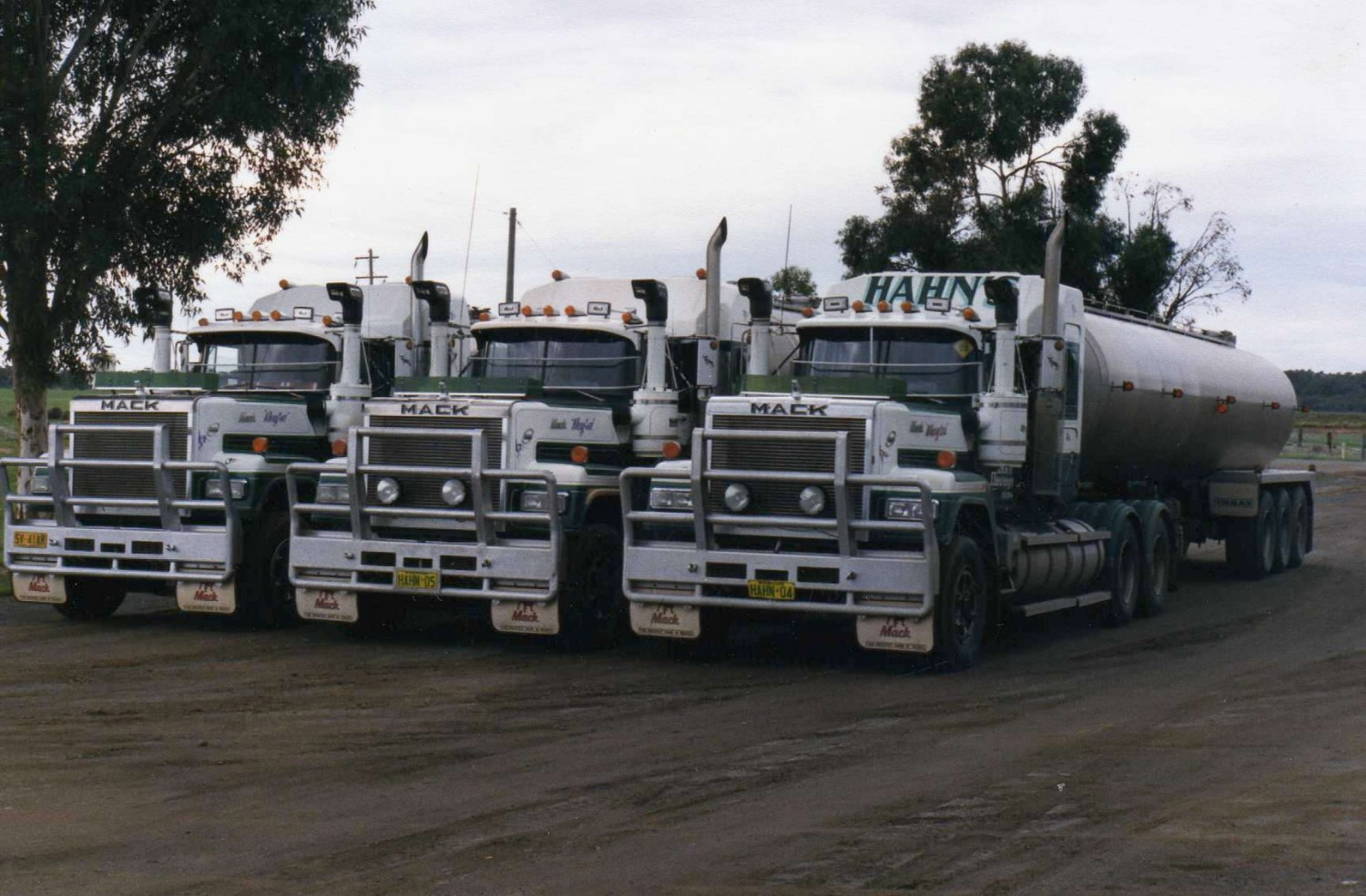 1988 MACK SUPERLINER - ZODIE - Shannons Club