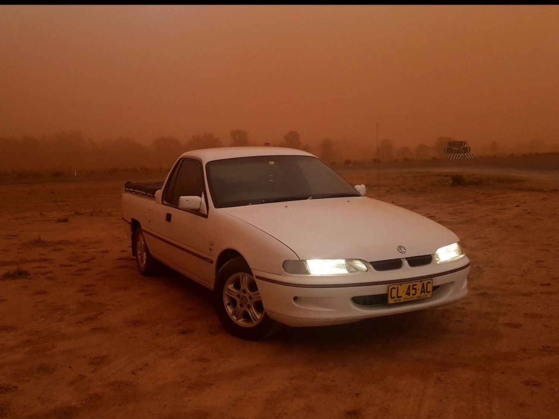 2000 Holden COMMODORE