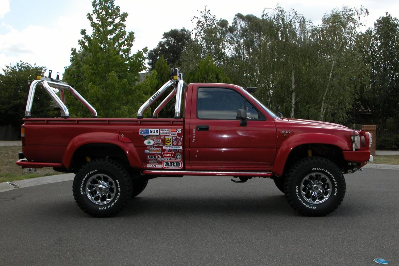 1990 Toyota Hilux 4x4 Sentormilty Shannons Club