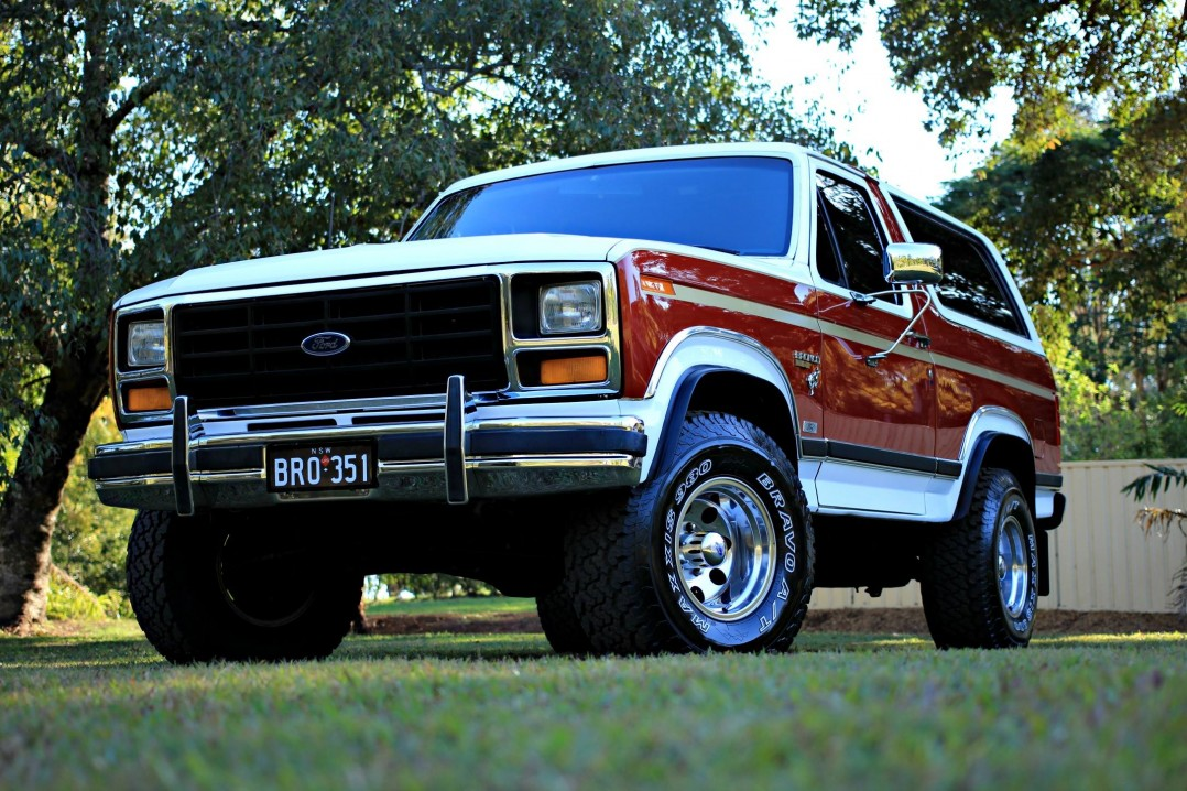1984 Ford BRONCO (4X4)