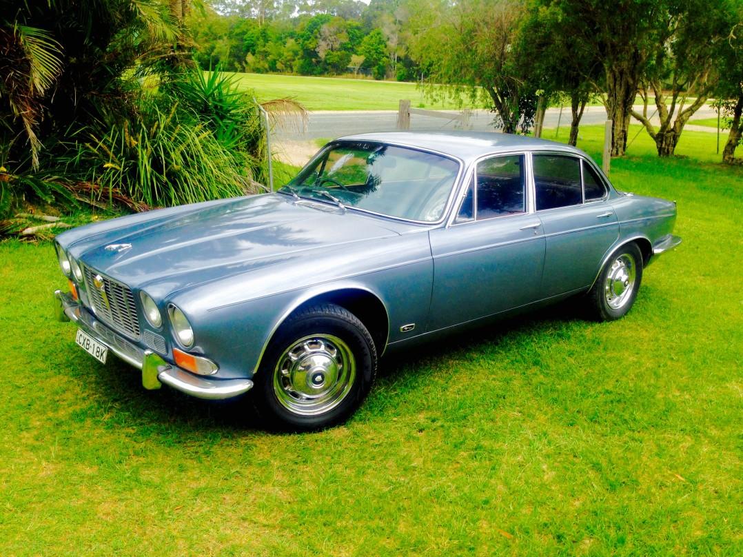 1971 Jaguar XJ6 - cobbles - Shannons Club