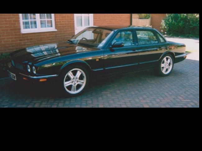 2002 Jaguar XJR V8