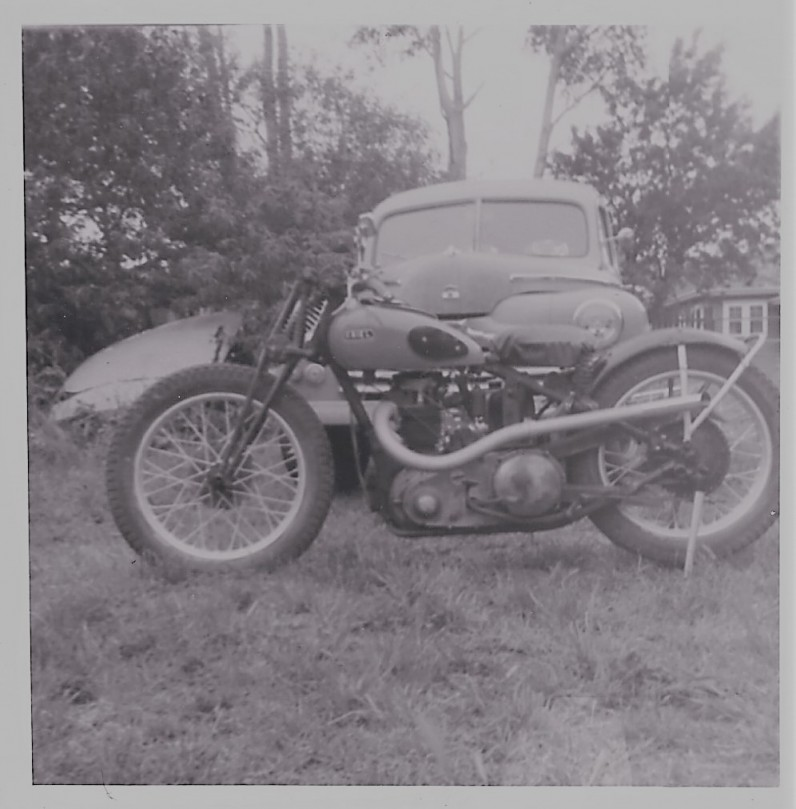 1937 Ariel 350cc Red Hunter