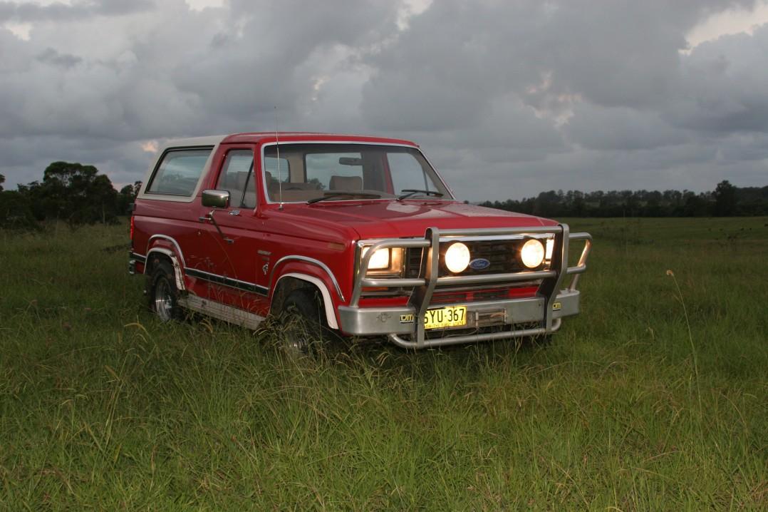 1986 Ford BRONCO (4X4)