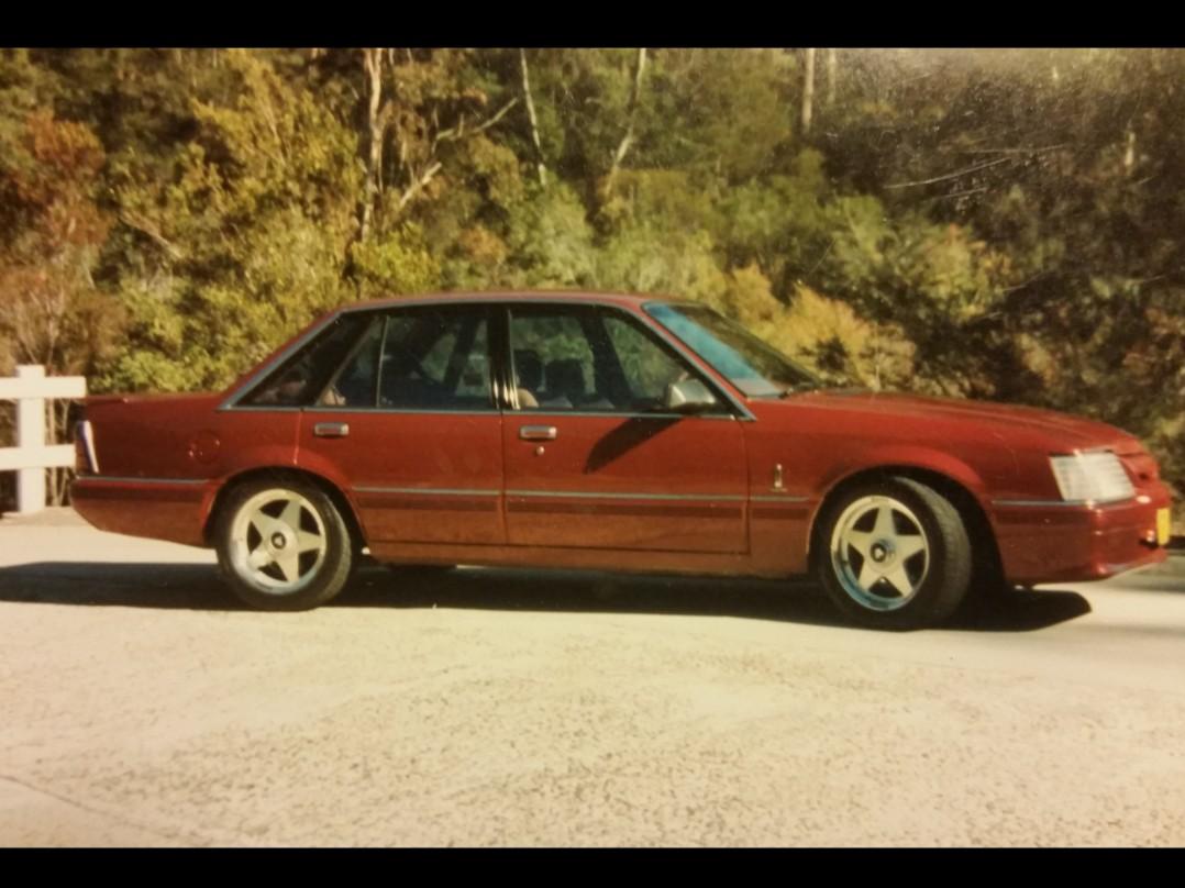 1985 Holden Dealer Team Vk Calais v8