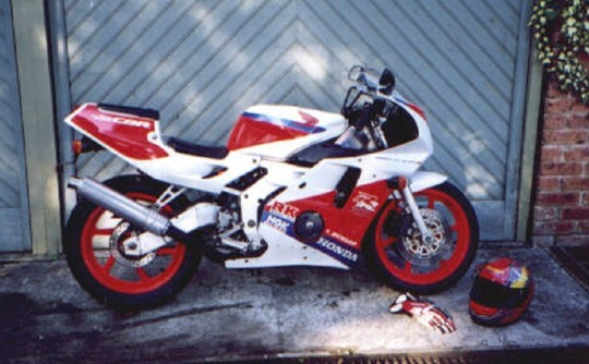 1990 Honda 249cc CBR250RR (FIREBLADE)