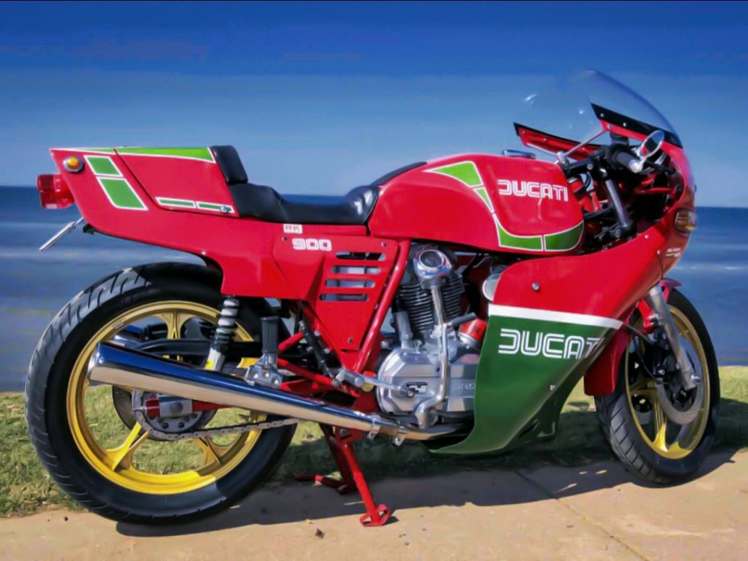 1983 Ducati 864cc MIKE HAILWOOD REPLICA