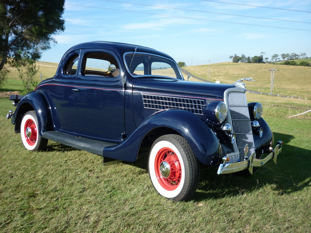 1935 Ford 48 Series  5 Window Deluxe Coupe