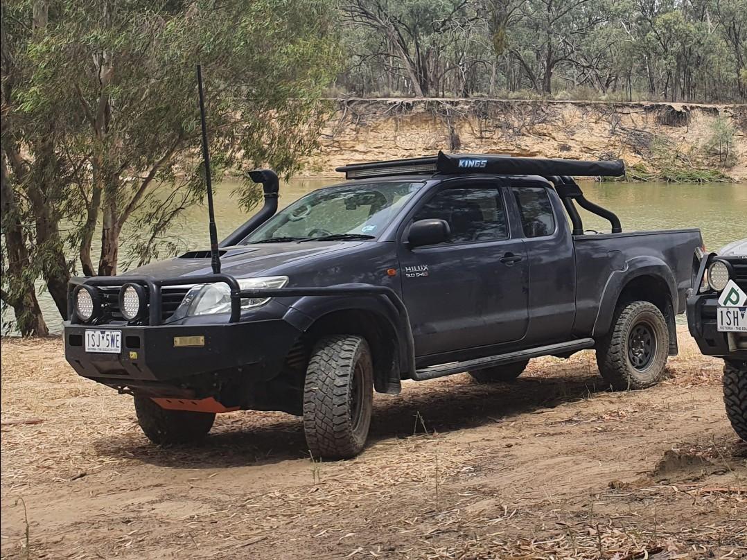 2012 Toyota HILUX SR5 (4x4)