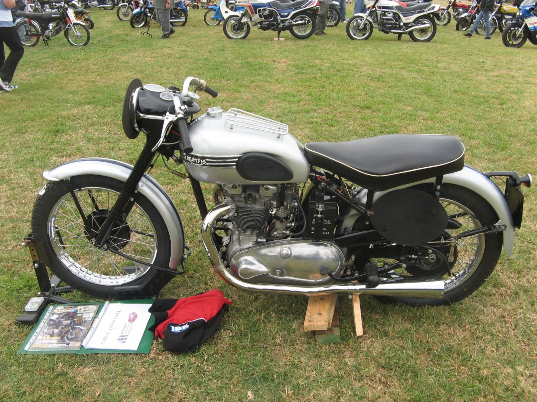 1951 Triumph T100 with race kit