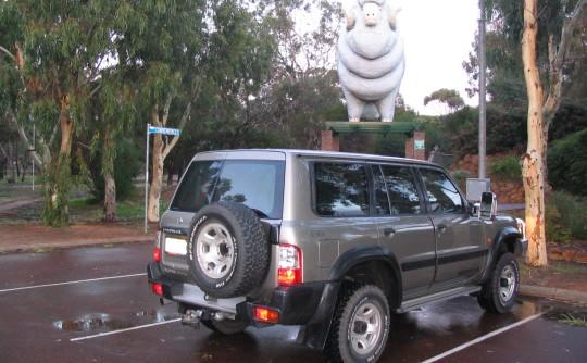 2000 Nissan Patrol ST