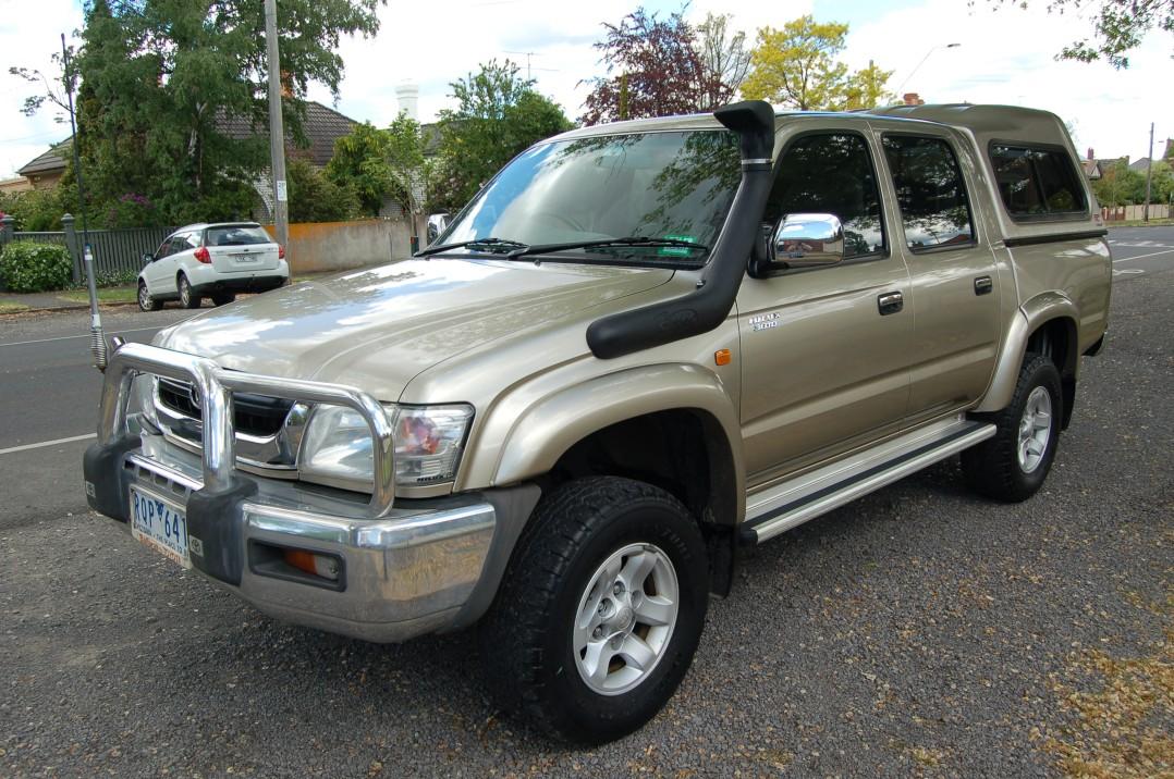 2002 Toyota HILUX SR5 (4x4)