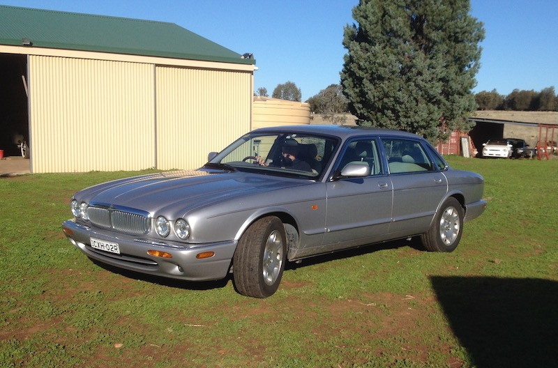 2001 Jaguar XJ8 4L LWB Sovereign