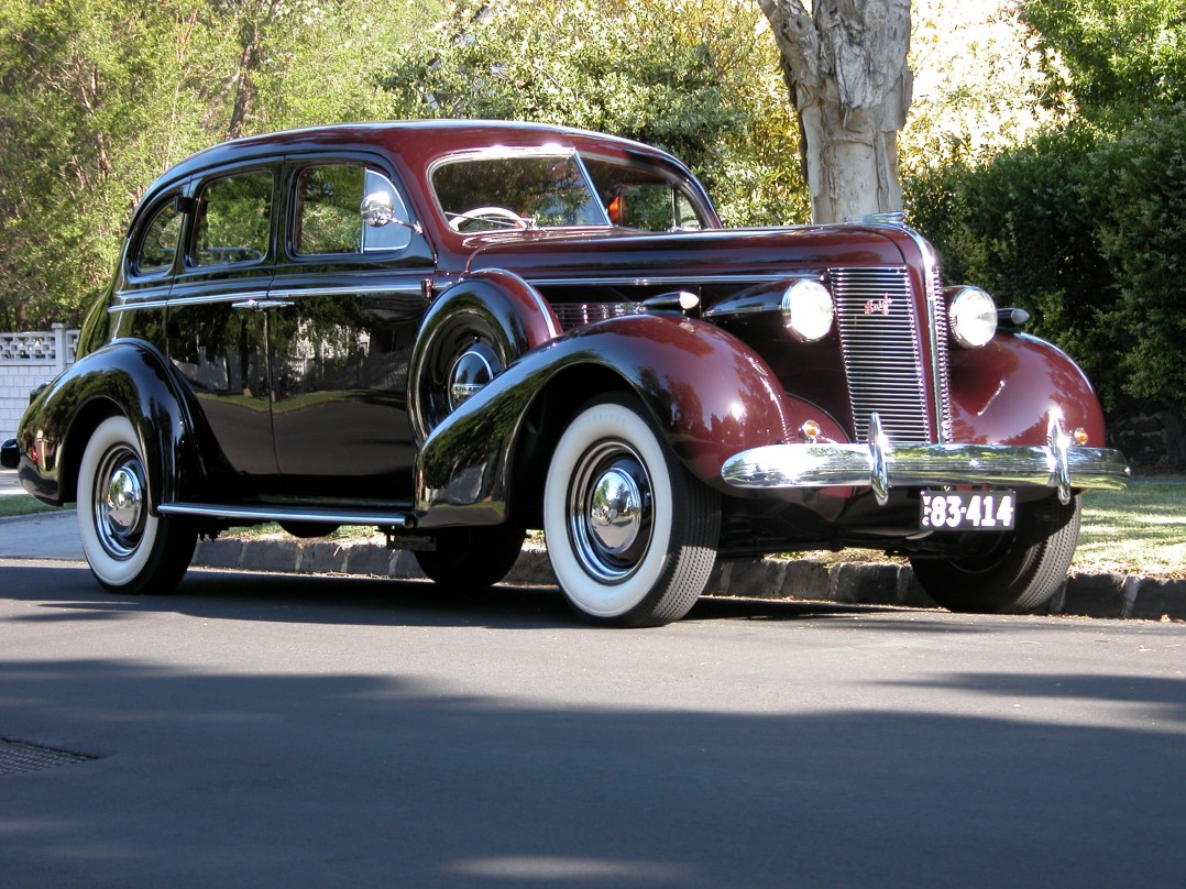 1937 Buick 8/40 Special with Sidemounts