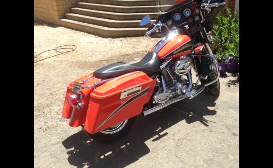 2004 Harley-Davidson 1800cc FLHTCUSE CVO U/C ELECTRAGLIDE