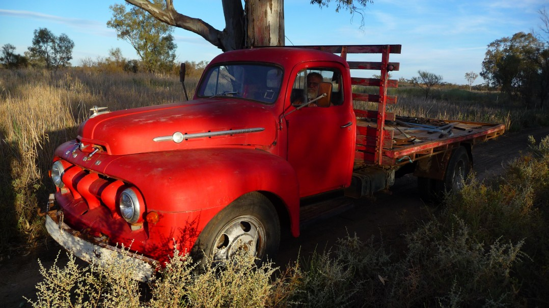 1952 Ford F8 Tray Truck